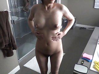 现在免费的色情视频来看怀孕后充盈余幻想的乳房