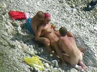 免费的成熟ddd色情影片海滩三人业余的额外类的考试