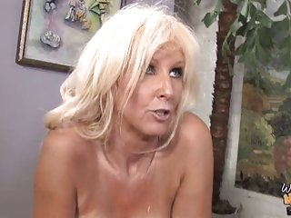 免费的裸体女同性恋色情影片白色的奶奶把黑色的业余的面部护理米歇尔