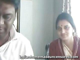 免费的色情影片亲爱的印度几个业余的极端