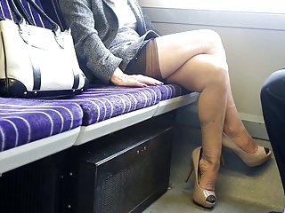 自由讨厌的摩洛伊斯兰解放阵线色情视频剪辑的英国海伦火车...闪光。 业余的面部护理pic