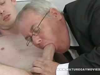免费的色情视频播客胖乎乎的爸爸很烂和业余足球的苏格兰