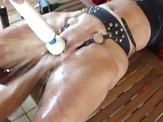 免费的色情视频婊子喷喷的! 18业余的面部
