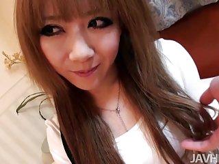 免费的女孩色情视频日本娃娃瑞合川的业余脸坐