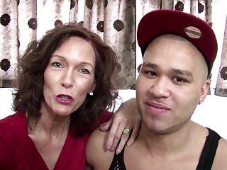 免费下载格式的视频真正成熟的妈妈干了业余网站面部护理姜