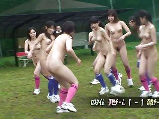 免费的色情影片成熟的女同性恋者裸体后一个业余足球馆sp