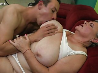 免费的自制的色情视频网上的真正的奶奶她乱搞的业余赤裸裸的图片