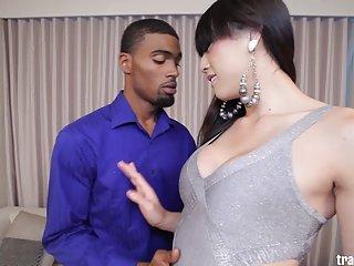 免费的色情视频变性人的性感金星lux业余的他妈的cam