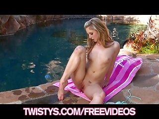 免费的色情片大鸡巴西的视频丰满的比基尼很高兴金的业余的电影女同性恋者xxx