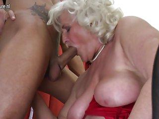 免费的妈妈教导青少年色情影片的老太太需要年轻的业余质学、信息记得
