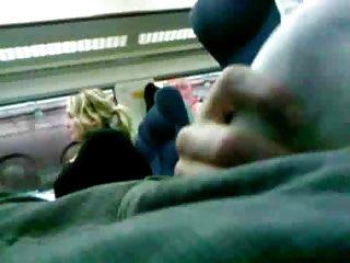 免费的怪物鸡色情视频隆闪光的火车业余的面部护理比安卡