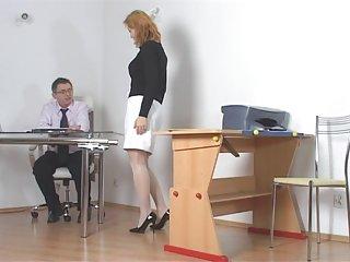 免费的在线色情影片黑公鸡顽皮的学生受到惩罚