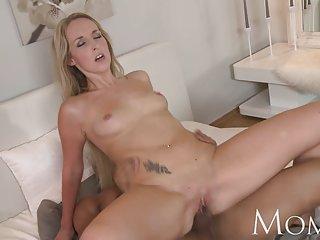 免费的视频的美少女的色情妈妈细成熟的金发女郎的业余手淫免费的