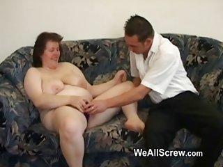 免费的色情视频移动网络的年轻人的假阳具旧业余同性恋的肛门